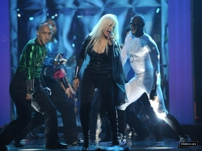 Christina Performing @ MTV Awards - christina-aguilera Screencap