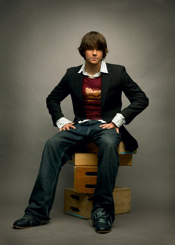 贾里德·帕达里克 壁纸 containing a business suit, a well dressed person, and a suit called Jared