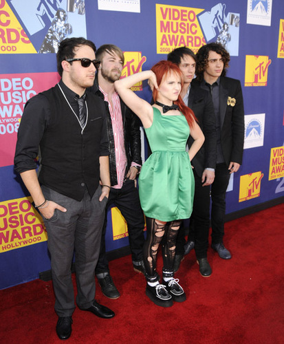 paramore fondo de pantalla probably with a business suit and a well dressed person titled paramore @ 2008 Vma's