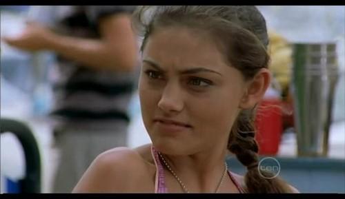Phoebe Tonkin ( Cleo)