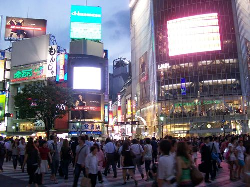 Japan karatasi la kupamba ukuta containing a business district and a mitaani, mtaa entitled Shibuya Crossing