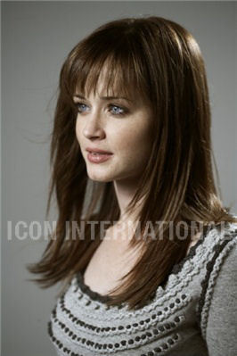 Sisterhood of the Traveling Pants Обои containing a portrait called alexis bledel - lena