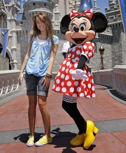 miley cyrus at Disney land