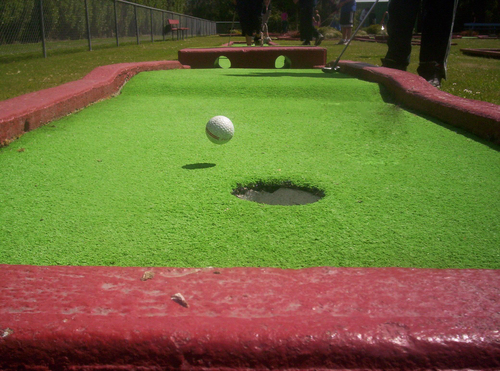 fotografia wallpaper titled mini golf