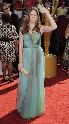 ジェナ・フィッシャー 壁紙 with a gown, a ディナー dress, and a bridesmaid entitled 2008 Primetime Emmy Awards