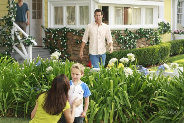 5X02 Promo Pictures desperate housewives 2360937 640 427 - Desperate Housewives