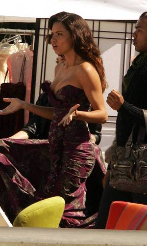 Ugly Betty wallpaper entitled Adriana Lima on set of Ugly Betty