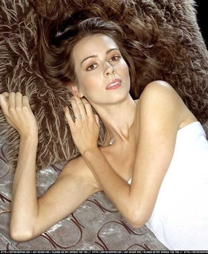 Amy Acker kertas dinding with attractiveness, skin, and a portrait titled Amy