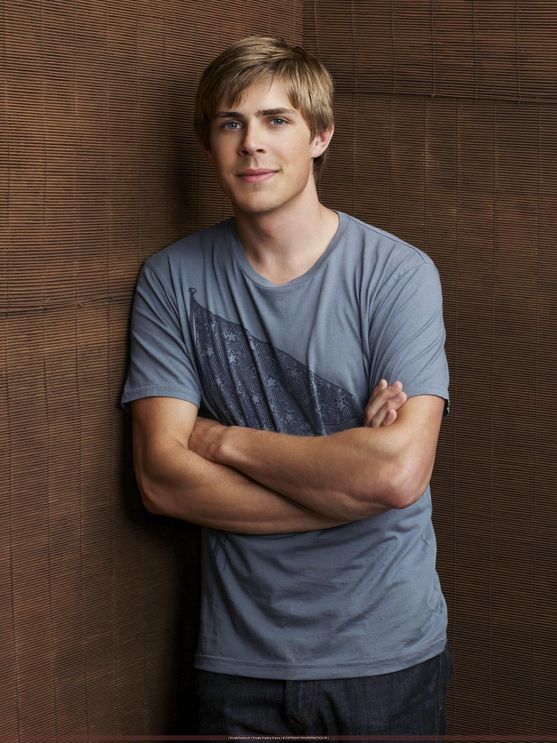 Chris Lowell Images Femalecelebrity