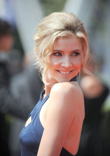 Sarah Chalke wallpaper probably with a portrait and skin entitled Creative Emmys.