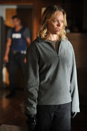 Esprits Criminels fond d'écran possibly with a leisure wear, a sweatshirt, and a well dressed person entitled Criminal Minds - Episode 4x02 - 'Angel Maker'