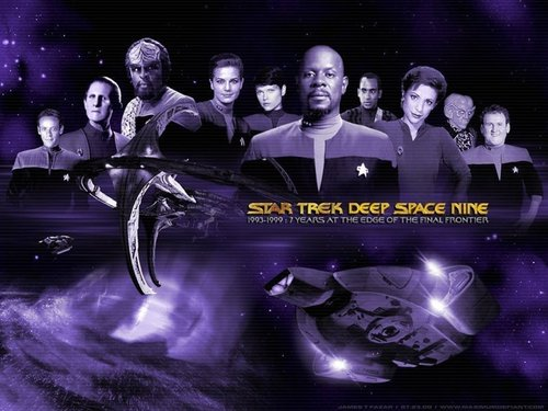 nyota Trek: Deep Space Nine karatasi la kupamba ukuta entitled Deep Space Nine