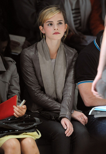 Emma @ Christopher Kane Autumn Winter Fashion 显示
