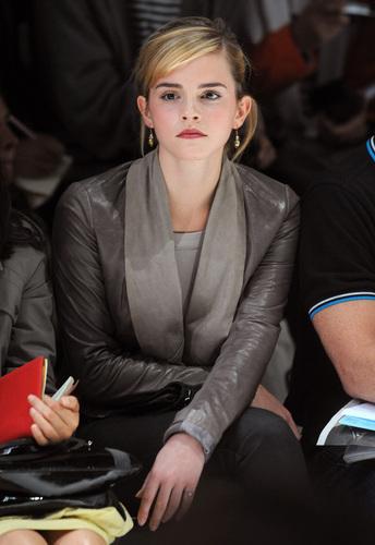 Emma @ Christopher Kane Autumn Winter Fashion 表示する