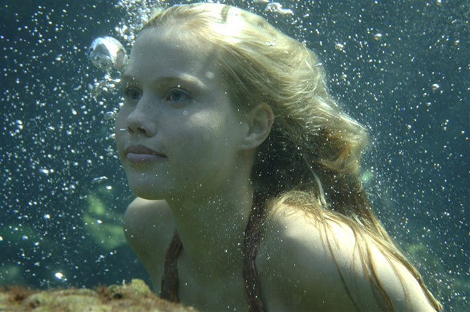 http://images1.fanpop.com/images/photos/2300000/Emma-as-mermaid-claire-holt-2360279-678-450.jpg