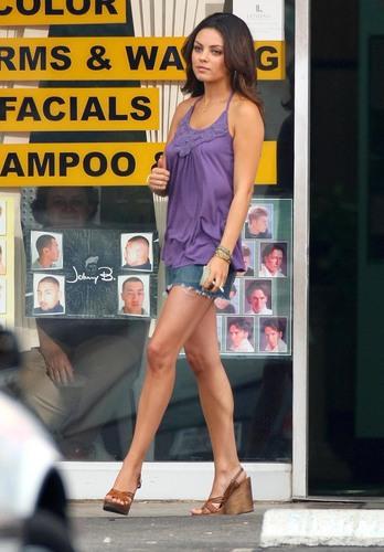 Extract - Mila Kunis Set Fotos
