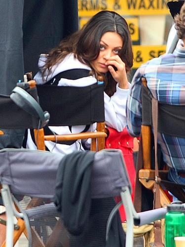 Extract - Mila Kunis Set foto