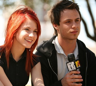 Josh And Hayley Admit To Dating