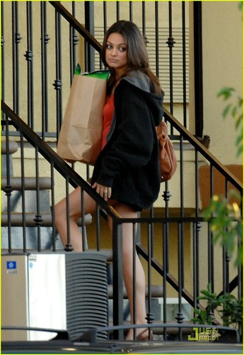 Mila Kunis Hintergrund possibly containing a holding cell, a penal institution, and a straße titled Just Mila