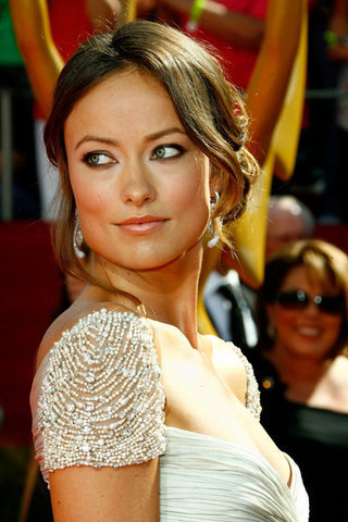 http://images1.fanpop.com/images/photos/2300000/Olivia-Wilde-at-the-60th-Primetime-Emmy-Awards-2008-house-md-2384450-320-480.jpg