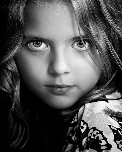 http://images1.fanpop.com/images/photos/2300000/Renesmee-renesmee-carlie-cullen-2350483-400-500.jpg