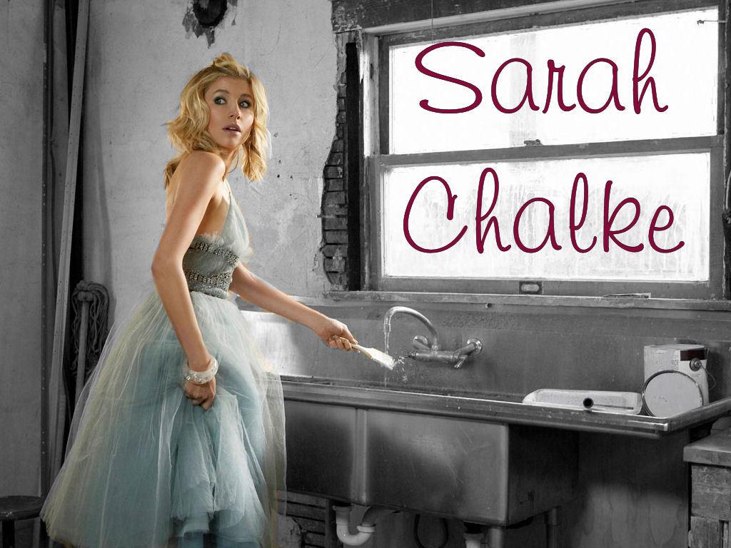 http://images1.fanpop.com/images/photos/2300000/Sarah-sarah-chalke-2386073-1024-768.jpg