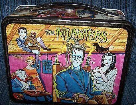 Lunch Boxes karatasi la kupamba ukuta probably containing anime titled The Munsters vintage 1965 lunchbox