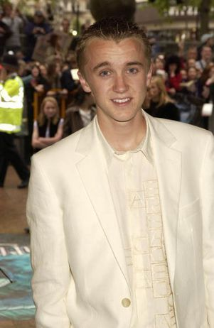 Tom Felton wallpaper with a business suit and a suit entitled Tom Felton is too HOT!