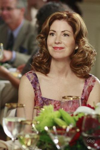 5 04 Back in Business Promotional Photos desperate housewives 2480075 334 500 - Desperate Housewives