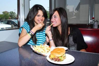 Demi Lovato  Selena Gomez Movie on Demi   Selena   Selena Gomez And Demi Lovato Photo  2458474    Fanpop