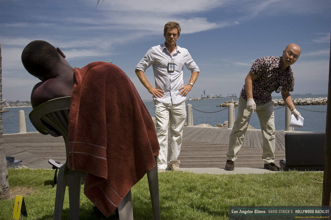 [Resim: Dexter-Season-3-Behind-the-Scenes-dexter...80-853.jpg]