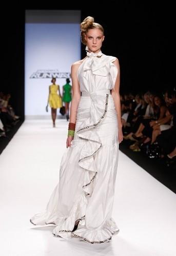 Project pista di decollo, pista wallpaper possibly containing a bridesmaid, a cena dress, and a toga, abito called Korto's Collection