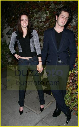 ক্রিস্টেন স্টুয়ার্ট দেওয়ালপত্র probably containing a business suit entitled Kristan Stewart and boyfriend