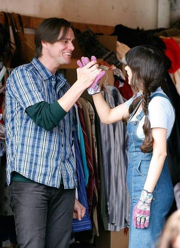On the set of Yes Man - zooey-deschanel Photo