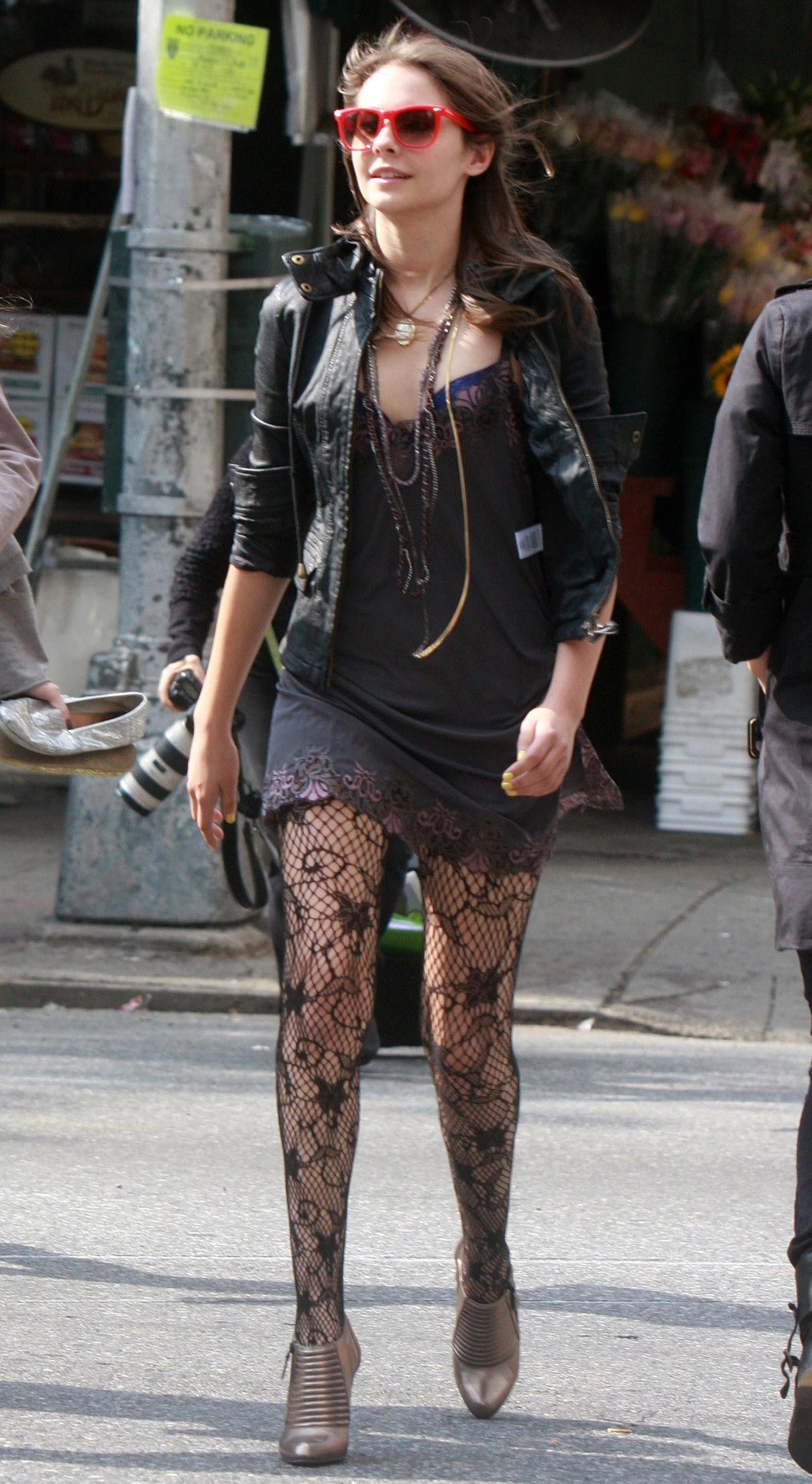 Willa-Holland-on-set-gossip-girl-2480347-1401-2560.jpg