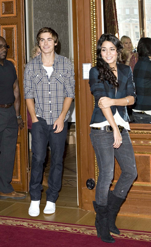 Zac Efron & Vanessa Hudgens wallpaper possibly containing a street, a drawing room, and a business suit called Zanessa