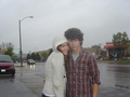 nick and miley cuddlying in the rain awwwwwwwwwwwwwwwww