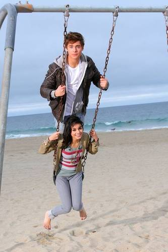 zac pushing vanessa on a swing weeeeeeeeeeeeeeeeeeeeeeeeeeeeee