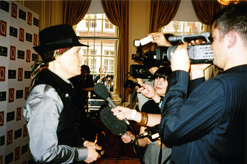 Adam Ant confrunted da press