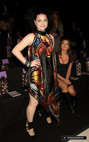 Amy Lee @ Anna Sui Spring 09 Fashion প্রদর্শনী