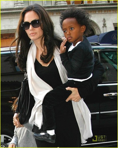 angelina jolie, angelina jolie style, angelina jolie style guide,