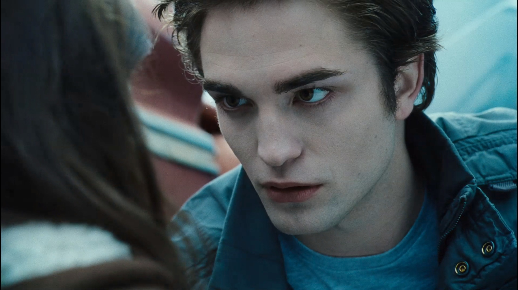 Bella edward twilight trailer 3 hq edward and bella for Twilight edward photos