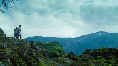 에드워드와 벨라 바탕화면 possibly containing an 알프스 등산가, 산악인 titled Bella/Edward Twilight trailer 3 HQ