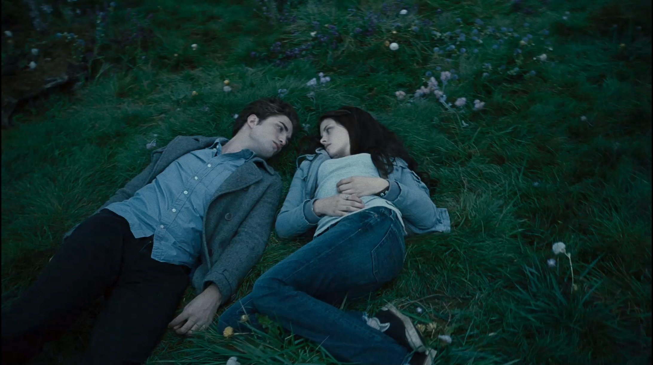 Bella/Edward Twilight trailer 3 HQ