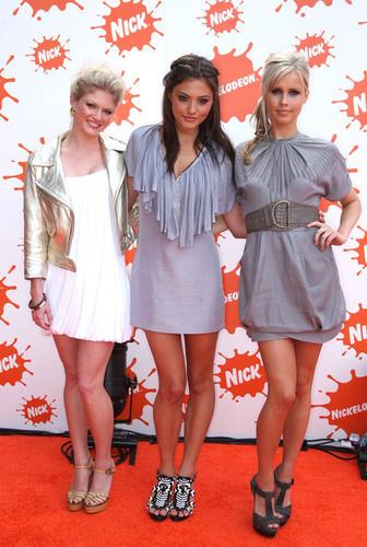 Cariba Heine, Claire Holt, Phoebe Tonkin