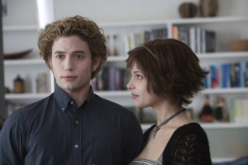 Jasper-and-Alice-twilight-series-2585502-800-534.jpg (800×534)