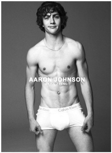 Photoshoot - angus-thongs-and-perfect-snogging Photo
