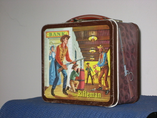 Lunch Boxes karatasi la kupamba ukuta called rifleman Vintage 1960 Lunch Box