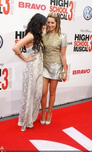 http://images1.fanpop.com/images/photos/2500000/Vanessa-Ashley-HSM3-Premiere-Germany-vanessa-anne-hudgens-2520652-303-499.jpg