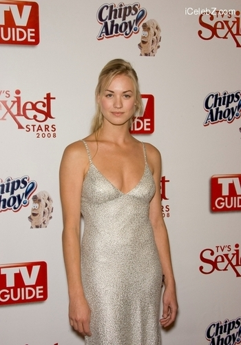 Yvonne Strahovski پیپر وال probably containing a رات کے کھانے, شام کا کھانا dress titled Yvonne